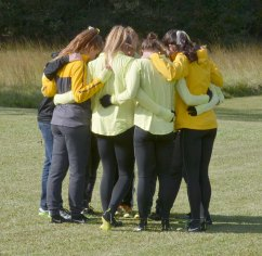 Southern Miss women's team gathers before the race.